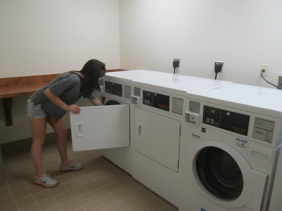 Fairfield Inn & Suites by Marriott Orlando at SeaWorld: maquinas de lavar e secar