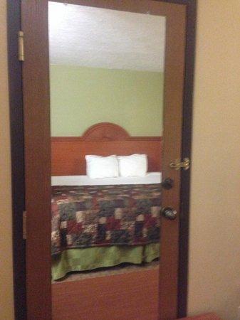 Baymont Inn & Suites LaGrange: bed again :)