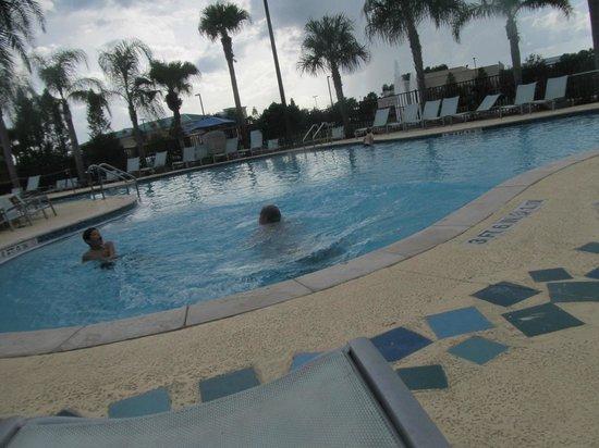 Fairfield Inn & Suites by Marriott Orlando at SeaWorld: piscina