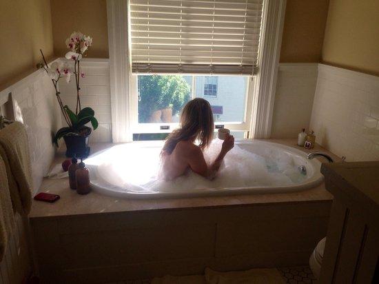 Cavallo Point : Bath time