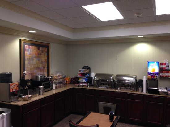 Crestwood Suites Lakeland: Breakfast