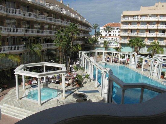 Cleopatra Palace Hotel : Вид из номера на бассейн