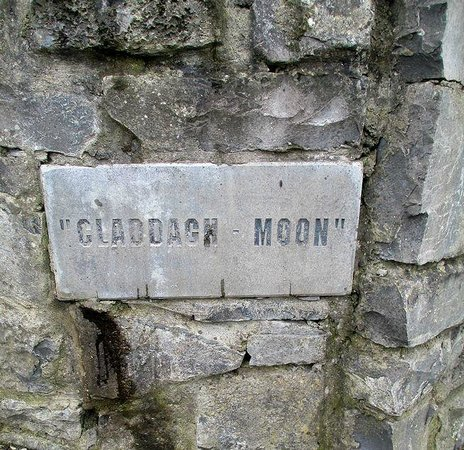 Claddagh Moon B&B: plaque at the entrance