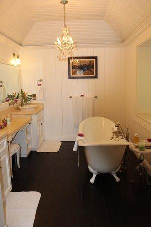 Sugar Beach, A Viceroy Resort: main bathroom