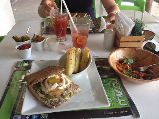 Titi Panini Pasta & Salad Bar : The burger panini, salad and drinks
