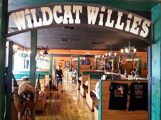 Wildcat Willies Ranch Grill & Saloon : Looking into the dining room