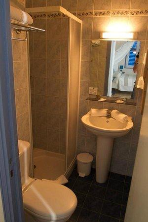 Hotel Bellevue : Small bathroom