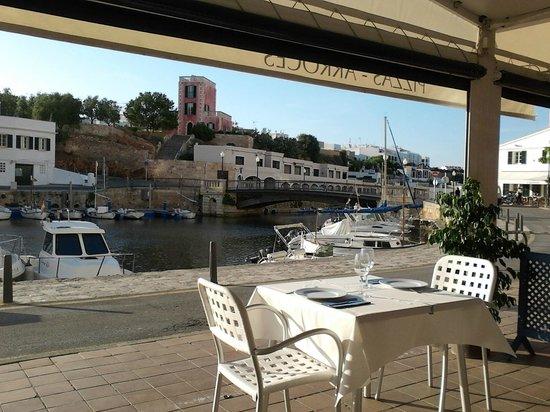 Restaurant Des Port : By the port