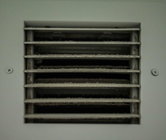 InterContinental Hotel Cleveland: Vent needs cleaning