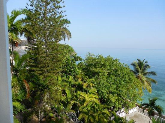 Couples Sans Souci: A second balcony view.