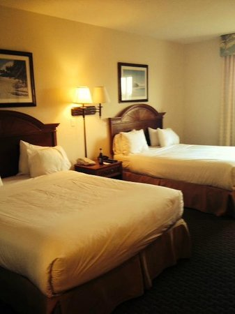 Crown Club Inn Orlando By Exploria Resorts : Lovely room 1426 on the 4th floor over looking the pond out back