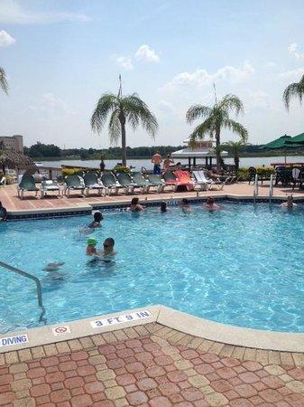 Crown Club Inn Orlando By Exploria Resorts : Club House Pool and pier