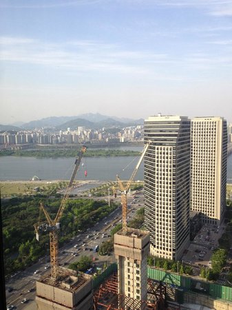 Conrad Seoul: View from room across the Han River