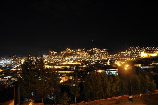 Quinua Villa Boutique: View from Pukara Wasi at night