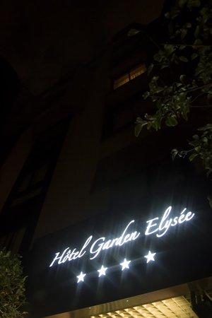 Garden Elysee : Hotel Garden Elysée at night