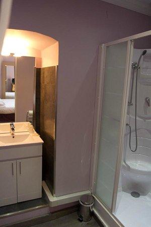 Auberge du Cheval Blanc: Nice bathroom