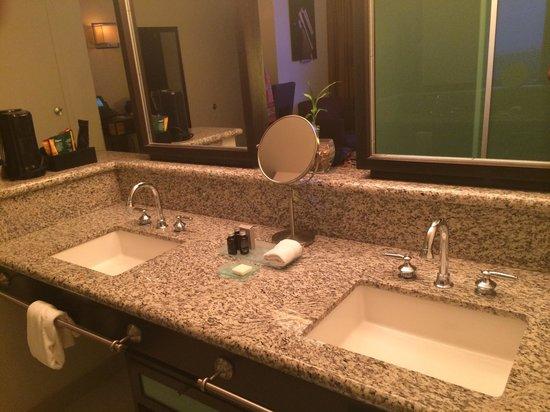 Hard Rock Hotel & Casino Biloxi: Bathroom