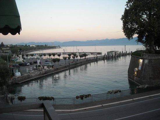 Hotel Bell'arrivo: Vistas desde uno de sus balcones, al Lago di Garda