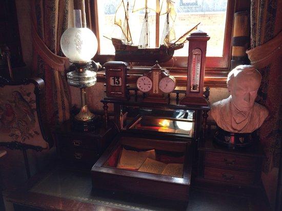 Sherlock Holmes Museum: In the room