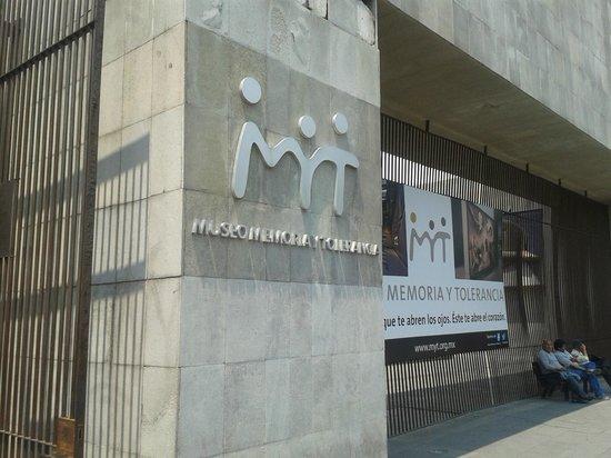 Museo Memoria y Tolerancia: Entrada