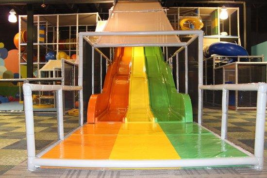 PLAY STRUCTURE AND SLIDE - Picture of Ball Factory Indoor Play ...