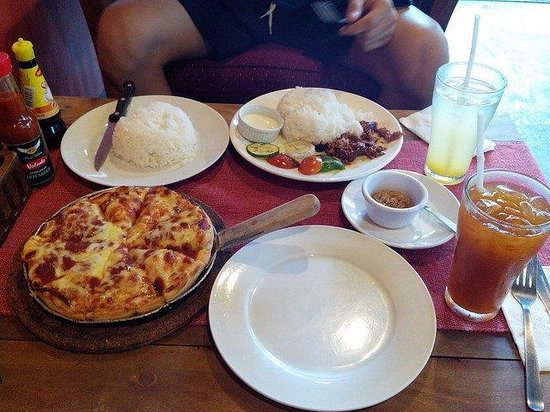 Pizza Volante: I only ate pizza bcos it was the only thing on the menu that looked good with a reasonable price