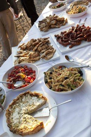 La Villa Hotel: Buffet ( private barbecue)