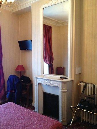 Hotel d'Argenson : Grande specchio della camera