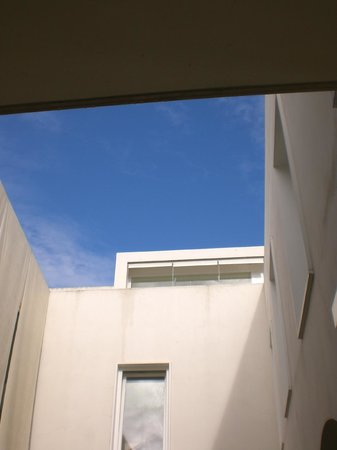 Hotel Viento10: Looking up from Courtyard to roof terrace