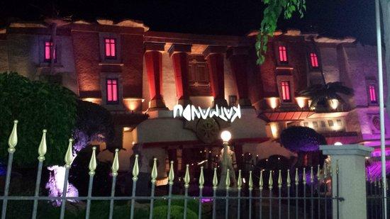 Sol Katmandu Park & Resort: patas arriba