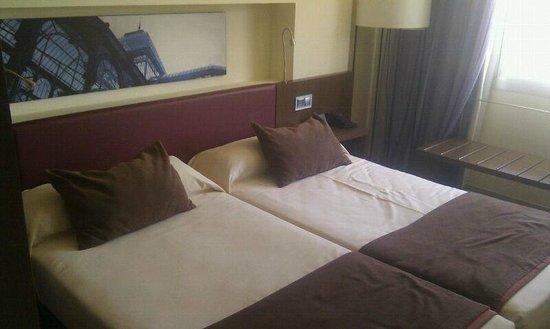 Ayre Gran Hotel Colon: Dormitorio
