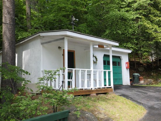 Brookside Motel : A house you can use instead of a room