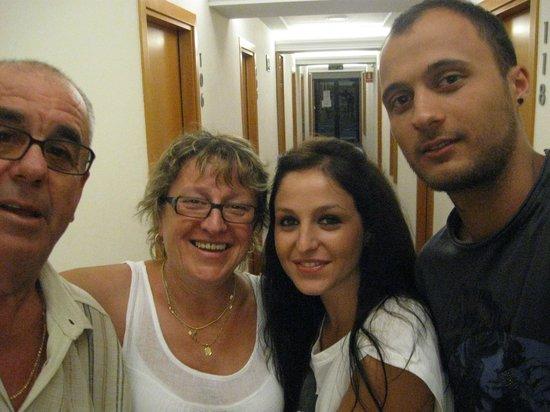 Hotel RH Corona del Mar: nosotros en pasillo