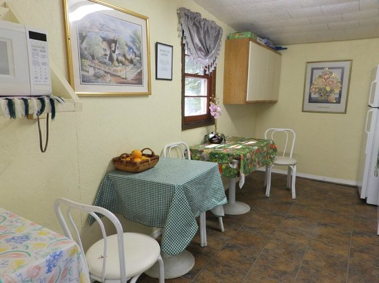 Brookside Motel: The kitchen for the customers