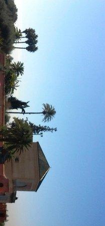 Menara Gardens and Pavilion : b