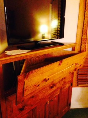 Hotel Santa Fe, The Hacienda and Spa : Triangular Bureau: Just add clothing to weigh the drawer down