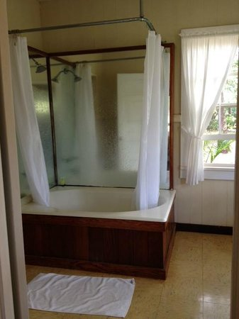 Waimea Plantation Cottages: Big, bright, happy bathroom with a nice shower, Cottage #85