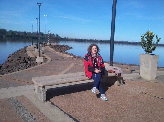 San Carlos Inn Hotel: Increíble costanera sobre el río Uruguay