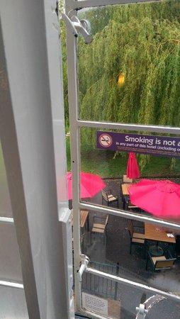 Premier Inn Stroud Hotel : Single glazed windows in need or TLC