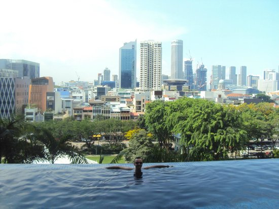 Infinity pool on the 5th floor picture of parkroyal on pickering singapore tripadvisor for Park royal pickering swimming pool