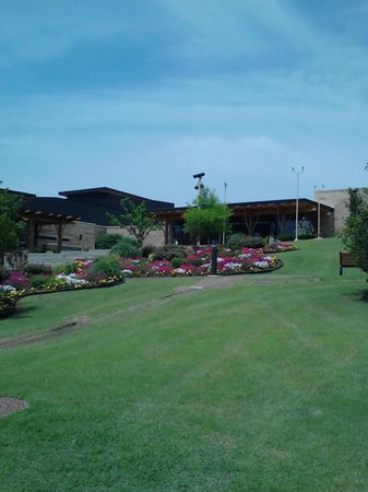 Chickasaw Cultural Center: Museum and Grounds