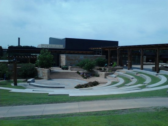 Chickasaw Cultural Center: Theater-Cafe-Outdoor Ampitheater