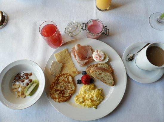 Bjertorp Slott: Breakfast