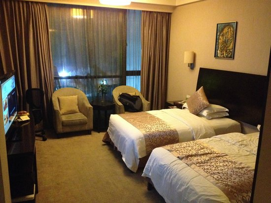 Renhe Hotel: room (two large single beds)
