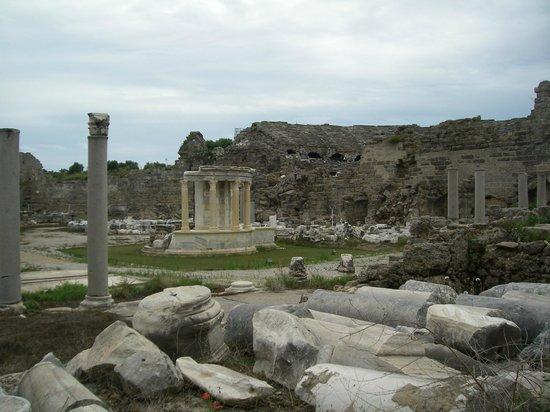 Greek Amphitheater: Греческий амфитеатр