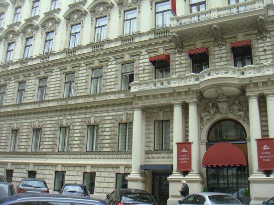 Austria Trend Hotel Rathauspark Wien : entrée de l'hotel