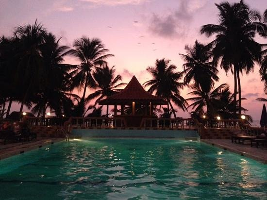 Golden Star Beach Hotel: Our restaurant view over pool just after sunset at Golden Star