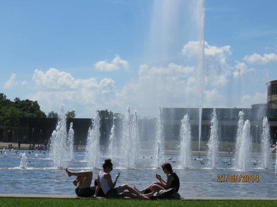 Centennial Hall (Hala Ludowa): Fabulous fountains