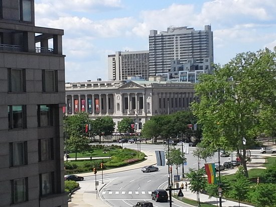 Embassy Suites by Hilton Philadelphia - Center City: View from balcony