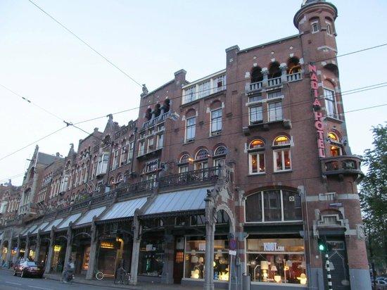 Hotel Nadia: Здание отеля